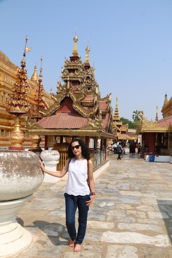 Alrededor Pagoda Shwezigon-Andorreando por el Mundo.