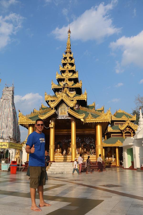Alrededores Pagoda Shwedagon-Andorreando por el Mundo.