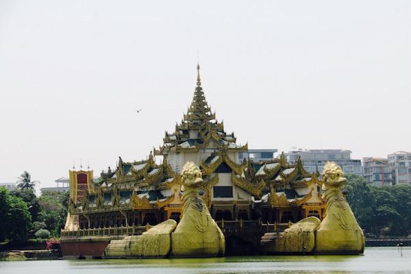 Barco Real-Andorreando por el Mundo