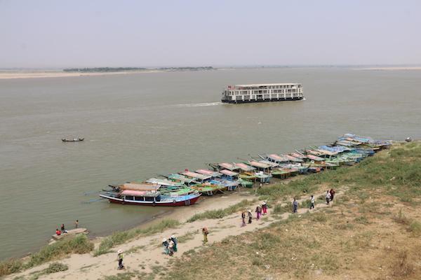 Barco rio Irrawaddy-Andorreando por el Mundo
