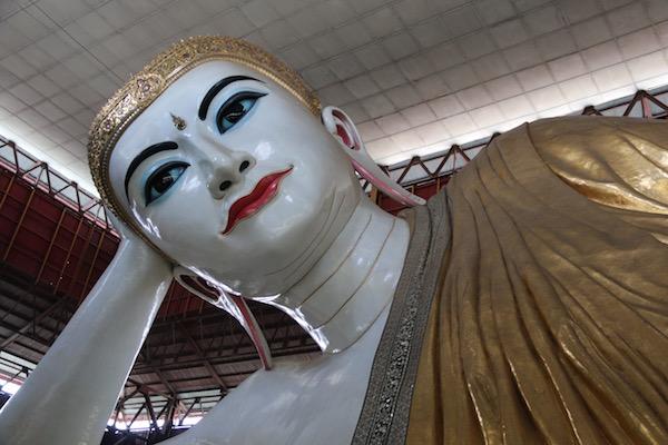 Cara Buda Reclinado Yangon-Andorreando por el Mundo