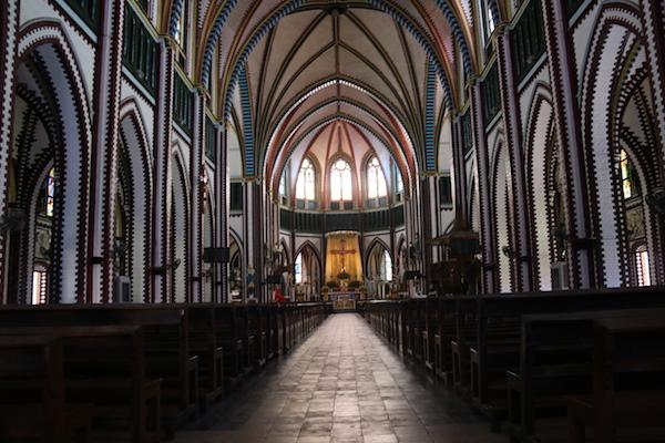Interior Iglesia Encarnación-Andorreando por el Mundo