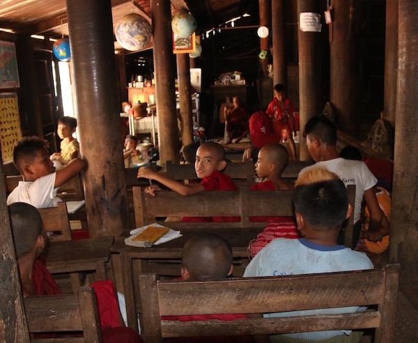 Monasterio Bagaya Kyaung- Andorreando por el Mundo