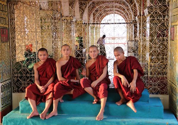 Niños Monjes-Myanmar-Andorreando por el Mundo