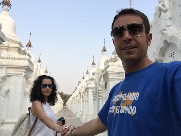 Pagoda Kuthodaw-Andorreando por el Mundo..