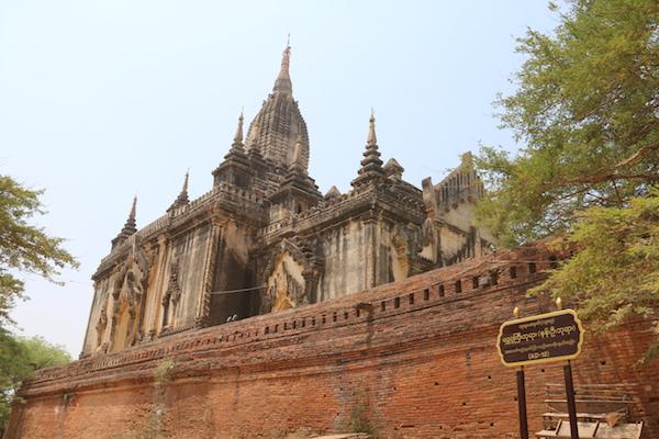 Templo Shwe Gu Gyi-Andorreando por el Mundo.