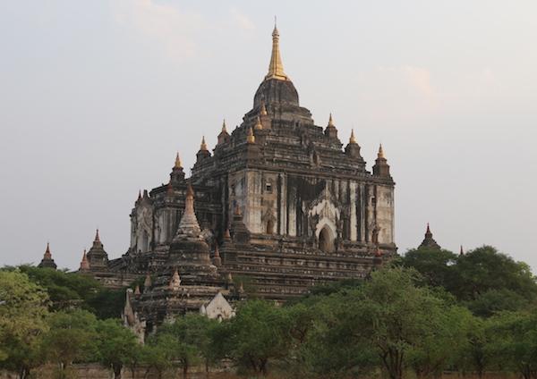 Templo Thatbyinnyu-Andorreando por el Mundo