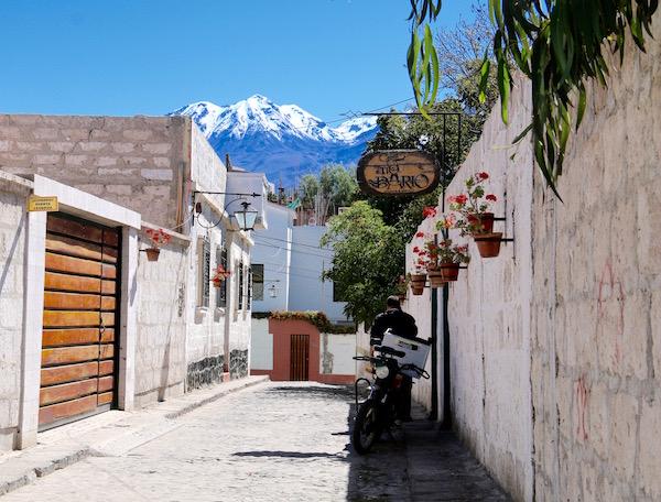 Callejon Cabildo-Andorreando por el Mundo