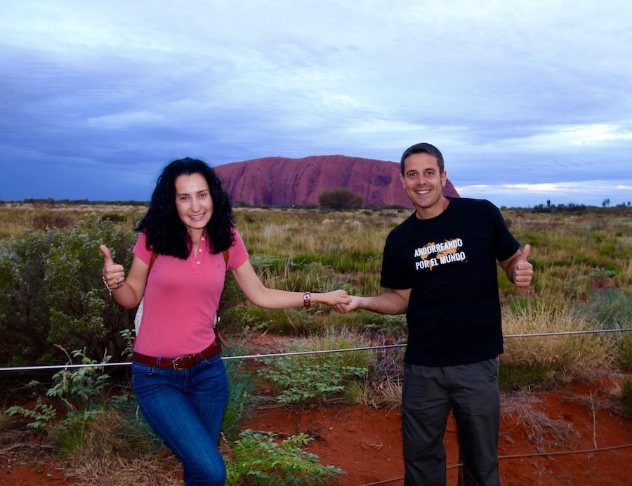 Monolito Uluru-Andorreando por el Mundo