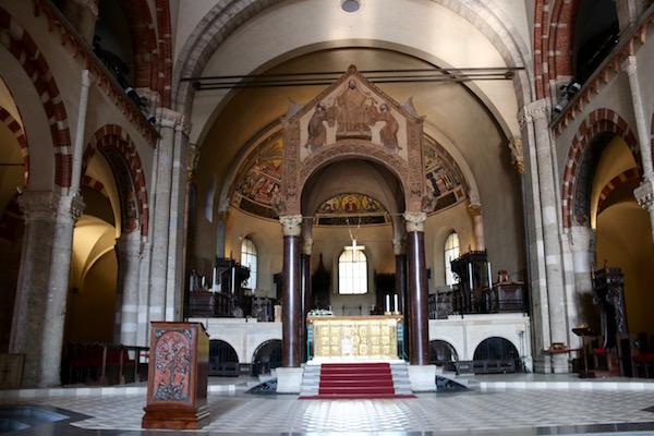 Interior Basílica San Ambrosio