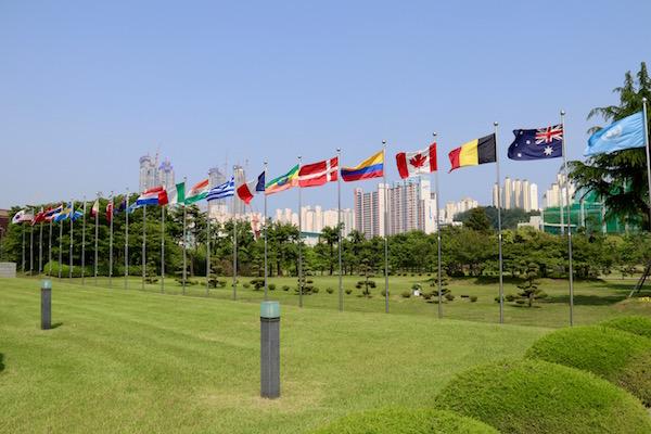 Banderas Cementerio Conmemorativo Naciones Unidas Corea
