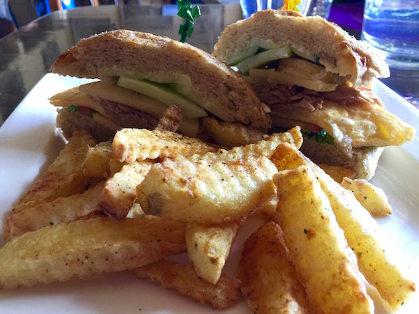 sandwich huevo atún