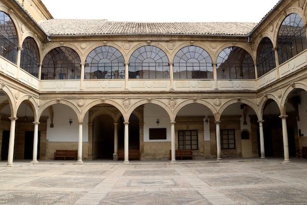 Patio Antigua Universidad Baeza