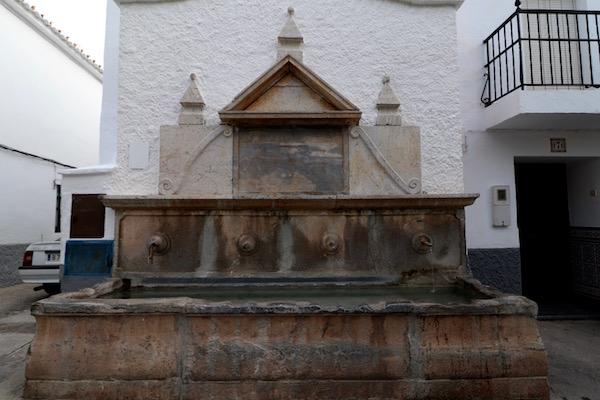 Fuente de la Plaza de Gualchos