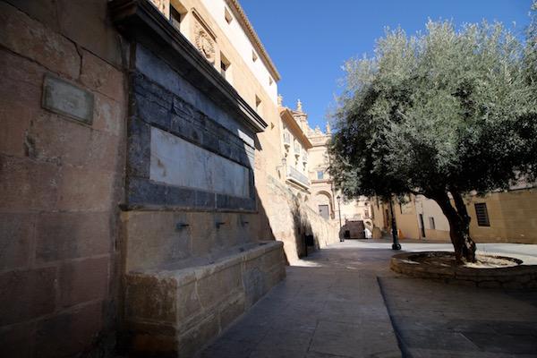 La Plaza y fuente del Caño