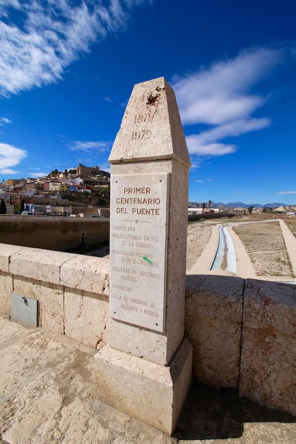 Monumento a primer Centenario del Puente
