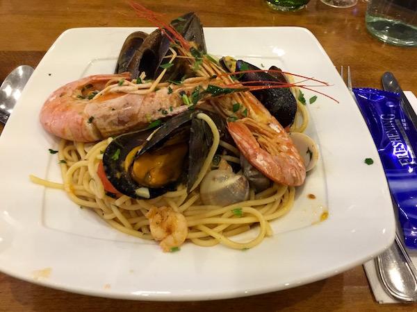 espagueti frutos de mar