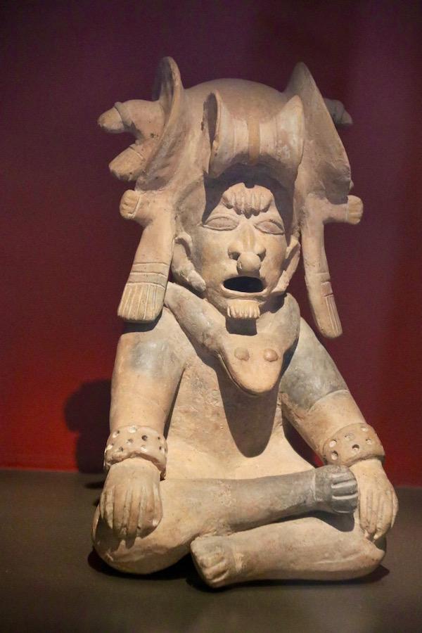 Escultura Sala 6, Museo de arte Precolombino.