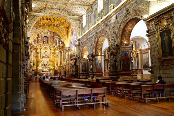 Interior iglesia monasteriode San Francisco.
